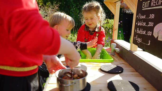 Fun and cooking in the play kitchen for outside